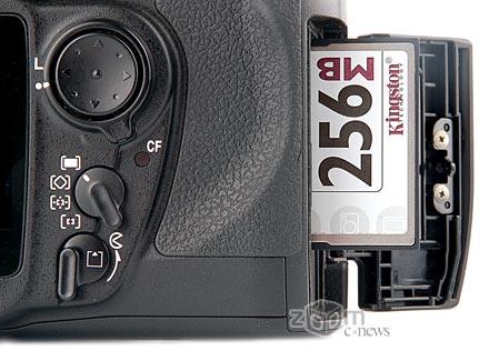Работает D200, конечно, с картами Compact Flash